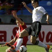 Miroslav Klose sah die gelb-rote Karte.