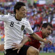 Mesut Özil: Der deutsche Spielgestalter blieb weitgehend blass. An die Leistung vom Australien-Spiel kam er nicht einmal annähernd ran. Ohne Wirkung nach vorne. Note: 4.