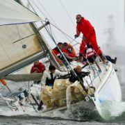 Segler arbeiten am Samstag (19.06.10) in Kiel waehrend der Auftaktregatta Welcome Race der Kieler Woche am Spinakersegel eines Bootes. Bis zum kommenden Sonntag (27.06.10) wird die Kieler Woche mit zahlreichen Regatten, Feuerwerk und der tradi