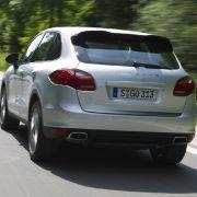 Porsche gibt den Diesel-Verbrauch mit 7,4 Litern pro 100 Kilometer an. Die Start-Stopp-Automatik trägt ihren Part zum vergleichsweise günstigen Verbrauch des schweren SUV bei, ihren Vorteil kann sie aber nur im Stadtverkehr ausspielen.
