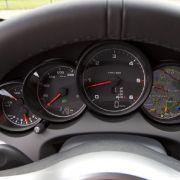 Das einzige Diesel-Indiz im Cockpit ist der Drehzahlmesser.