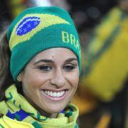 Nach dem 3:1-Sieg der Brasilianer gegen die Elfenbeinküste haben auch die brasilianischen Fans wieder gut lachen.