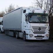 Herkömmliche LKW haben jetzt schon Platzprobleme, vor allem auf Rastplätzen an den Autobahnen.