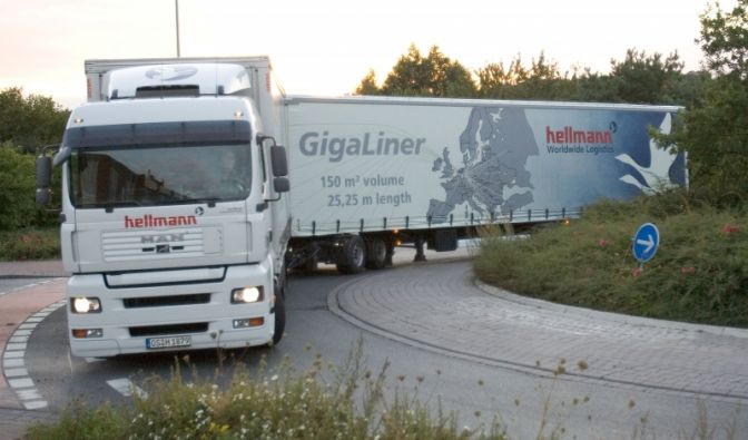 Bis zu 150 sogenannte Gigaliner dürfen ab 2011 auf den deutschen Straßen fahren.
