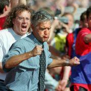 Jörg Berger gelingt 1999 ein sporthistorischer Erfolg. Die Frankfurter Eintracht rettet er in buchstäblich letzter Sekunde vor dem sicher geglaubten Abstieg.