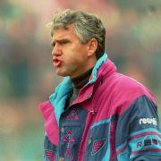 Von 1993 bis 1996 trainierte Jörg Berger den FC Schalke 04 und führte die Königsblauen in den Uefa-Cup. Sein Nachfolger Huub Stevens führte das Team zum Uefa-Cup-Erfolg 1997.