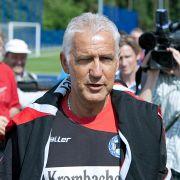 Im Mai 2009 trat er seine letzte Trainerstation bei Arminia Bielefeld an. Am letzten Spieltag sollte er den Abstieg verhindern. Als das misslang, trennten sich die beiden Partien nach nur fünf Tagen wieder.