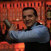 Wer sich nicht auskennt, sollte das Shaken daher lieber den Profis überlassen. Zum Beispiel Niko Pavlidis, dem Barkeeper des Jahres 2008,...