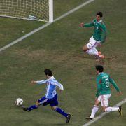 Nach einem dicken Patzer von Ricardo Osorio sorgte Gonzalo Higuain für das frühe 2:0.