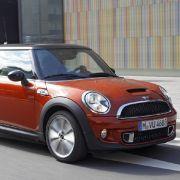 Im Herbst gibt's sowohl den Mini als auch Cabrio und Clubman in neuem Look. Das Facelift fiel allerdings recht minimalistisch aus.