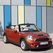 Beim Händler stehen die neuen Minis ab dem 18. September. Der Mini One ist mit seinen 15.550 Euro ganze 250 Euro teurer als bisher.