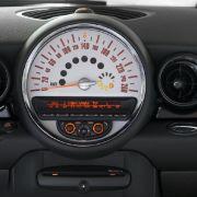 Der schick integrierte CD-Player mit sechs Lautsprechern gehört zur Serienausstattung.