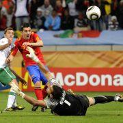 Doch Spanien erhöhte den Druck in Halbzeit zwei: Nach einem Sturmlauf auf das portugiesische Tor setzte sich David Villa in der 63. Minute durch und schoss Spanien mit 1:0 in Frühung.