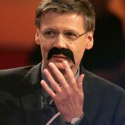 Was für eine Marke: Schon 2007 verhandelte die ARD mit Günther Jauch über die Nachfolge von Sabine Christiansen - doch Herr Jauch sagte im letzten Moment ab. Er moderierte weiter bei RTL, den Jahresrücklick2007! Menschen - Bilder - Emotione