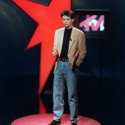 1990 startete der Ex-Radiomoderator seine große Fernsehkarriere mit der wöchentlichen Ausstrahlung von Stern TV. Die kleine begann bereits 1985 im Öffentlich Rechtlichen mit der Moderation von Live aus dem Alabama, das spätere Live a