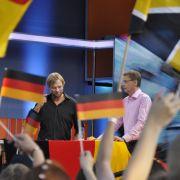 Auch das runde Leder schreckt ihn nicht. Gemeinsam mit dem Fußballtrainer Jürgen Klopp zog Jauch im Sommer 2010 quer durch Deutschland, um für RTL die Übertragungen zu moderieren.