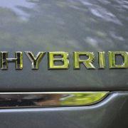 Die Funktionalität des Hybriden überzeugt voll und ganz: Die Start-Stopp-Vorgänge laufen kaum merklich und die Fahrleistungen sind zwar nicht souverän, aber allemal ausreichend.