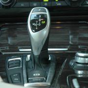 Serienmäßig gibt's den BMW mit sechs Gängen, der Aufpreis für ein Achtganggetriebe lohnt sich aber.