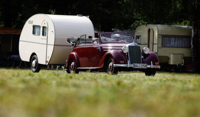 Zwischen den spartanisch ausgestatteten Campingkugeln der frühen Jahre und dem Komfort, den Wohnwagen und Wohnmobile heute bieten, liegen Welten...
