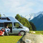 Auf dem Campingplatz ist die Emission zwar fünf Mal so hoch, aber immer noch deutlich geringer als beim Sommerurlaub im Hotel. Im europäischen Durchschnitt werden dort nämlich zwölf Kilogramm Kohlendioxid pro Gast und Nacht produziert.