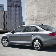 Das kündigte Wolfgang Hatz, Motorenchef des Wolfsburger Konzerns, bereits Mitte Juli zur Weltpremiere der Limousine VW Jetta 2011 in New York an.