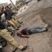 Auch Pakistan gilt als eines der gefährlichsten Länder der Welt: Der Nordwesten, vor allem im Grenzbereich zu Afghanistan, war bis zur Regierungsoffensive im Herbst 2009 fest in Händen der Islamisten.