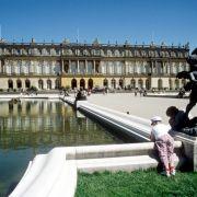 C wie Chiemsee: Der Chiemsee mit der Insel Herrenchiemsee, auf der König Ludwig II. (1845-1886) einst ein Versailles-Abbild bauen ließ, wird auch «Bayerisches Meer» genannt.