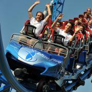 E wie Erlebnisurlaub: Freizeitparks boomen und zählen jährlich etwa 25 Millionen Besucher, auch wenn sie für Familien letzten Endes immer ein teurer Spaß sind.