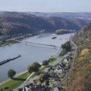 M wie Mittelrheintal und Moseltal: Romantischer als diese beiden Flusstäler im Westen Deutschlands geht es kaum. Es locken Burgen, Schlösser, Weinberge und nicht zuletzt die Loreley am Rhein.
