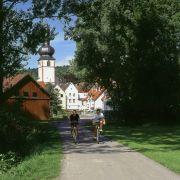 R wie Romantische Straße: Wichtige Zwischenstationen in historischer Hinsicht oder wegen der Landschaft sind Würzburg und Rothenburg ob der Tauber.