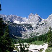 Z wie Zugspitze: Deutschlands höchster Gipfel (2962 Meter) thront über Garmisch-Partenkirchen und Grainau.