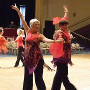 Bereit zum Jive: Die Frauen der Gruppe 35+ machen sich bereit zum Tanzen.