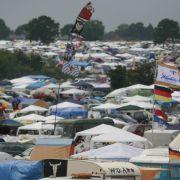 Unendliche Weiten: Der Zeltplatz ist temporäre Unterkunft für die meisten der 75.000 Besucher.