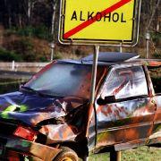 Alkohol am Steuer - das ist in einem 80-Millionen-Land offenbar ein größeres Problem als bei den vier Millionen Neuseeländern. Erst kürzlich baute einer besoffen einen Unfall - und machte sich erstmal noch ein Bier auf, während er eingeklemmt auf die Poli