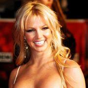 Aber auch in Zeiten von Lungenkrebs hat die Kippe ihren Reiz nicht verloren. Britney Spears versucht zwar immer wieder mal, den Absprung zu schaffen - und lässt sich von der Boulevardpresse beim Scheitern erwischen.
