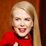 Auch Nicole Kidman kann ihr Laster nicht verbergen. Sie raucht in vielen ihrer Filme. Bei Eyes Wide Shut ließ Stanley Kubrick sie die Szene, in der sie auf der Bettkante einen Joint raucht, 84 Mal wiederholen.