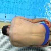 Der einzige Starter aus Deutschland: Johannes Andrees macht sich zum Sprung ins Wasser bereit. Das gehört schon zur Kür.