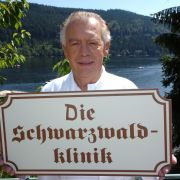 Professor Brinkmann ist die Schwarzwaldklinik: In 70 Folgen verkörperte Klausjürgen Wussow den fast unfehlbaren Oberarzt.