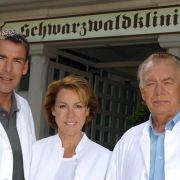 In der Serie begann für Schwester Christa alles mit einer Affäre mit dem Sohn von Professor Brinkmann, Dr. Udo Brinkmann. Gespielt wurde der Frauenheld von Sascha Hehn, der heute zurückgezogen als Aussteiger in einer Almhütte lebt.