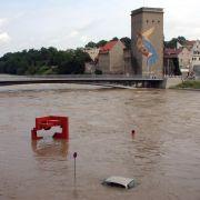 Die Altstadtbrücke zwischen Görlitz (Sachsen) und Zgorzelec (Polen) im Hochwasser der Neiße. Der Pegel war am Sonntag auf in Görlitz über sieben Meter angestiegen.