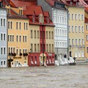 Vom Hochwasser der Neiße überflutete Wohnhäuser, aufgenommen am Sonntag in Zgorzelec (Polen) bei Görlitz (Sachsen).