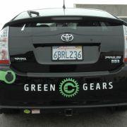 Weil die Autoindustrie erst nach und nach solche Fahrzeuge auf den Markt bringt, rüsten Firmen wie 3ProngPower oder Green Gears Fahrzeuge in Eigeninitiative zu Teilzeitstromern mit Stecker um. Bei Green Gears findet das Elektro-Tuning bereits in großem St