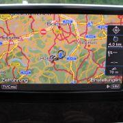 Zwei entscheidende Elemente eines modernen Navigationssystems wurden hier vorweg genommen - die Ortsbestimmung und die Kartenabbildung. Zu einem vollwertigen Navigationssystem fehlt nur noch die Routenberechnung.