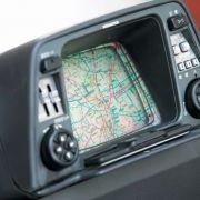 1981 brachte Honda den Electro Gyrocator, auf den Markt. Aus den Daten eines Drehwinkels- und eines Wegstreckensensors berechnete das System eine Fahrtstrecke, die als Linie auf dem Monitor angezeigt wurde.