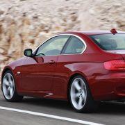 Beim BMW geht es kraftvoller als beim A5 zu. Neben dem normalen Saugmotor von 325i und 330i wird das Coupé auch mit einem drei Liter großen Reihensechszylinder mit Turboaufladung angeboten. Der leistet 306 PS.