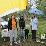 Drei Frauen und ein Hund in einem Eriba. Da hilft nur Schokolade und der feste Wille, den Leipziger Zoo zu sehen. Dafür sind Christa Hourani und Angela und Irmgard Wöhl nämlich eigentlich angereist.