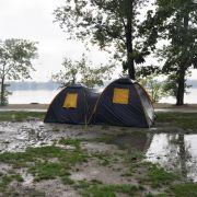 Der See kann nichts dafür, dass ihm der Zeltplatz nacheifern will. Er empfängt Badegäste bei jedem Wetter.