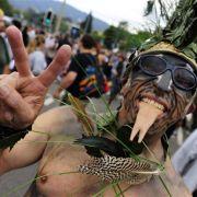 Die Organisatoren der Street Parade hatten in diesem Jahr zusätzliche Sicherheitskräfte angeheuert, ...