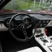 Für eine standesgemäße Motorisierung und die nötige Aufmerksamkeit war die brandneue Flunder Lamborghini Miura genau das richtige Fahrzeug. Schah Mohammad hatte bei Firmenchef Ferruccio Lamborghini persönlich eine Einzelanfertigung des neuen Miura bestell
