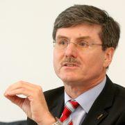 Automobilexperte Professor Ferdinand Dudenhöffer von der Universität Duisburg-Essen ist skeptisch gegenüber dem Erfolg der Garantieversprechen von Opel.
